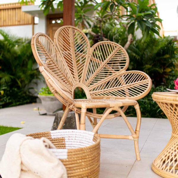 fotel rattanowy w kształcie kwiatka