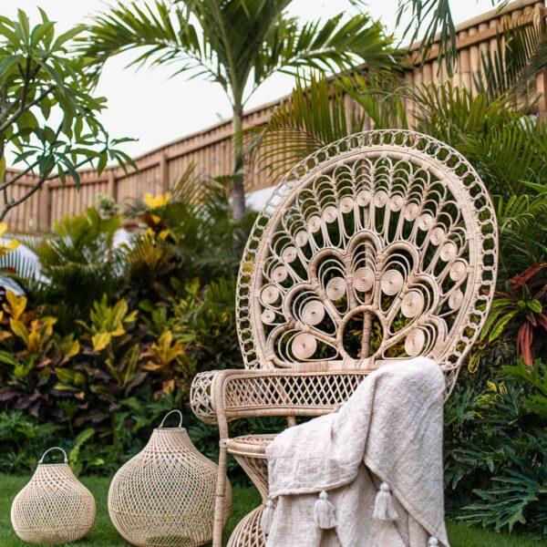 Stylowy fotel pawi robiony z rattanu handmade