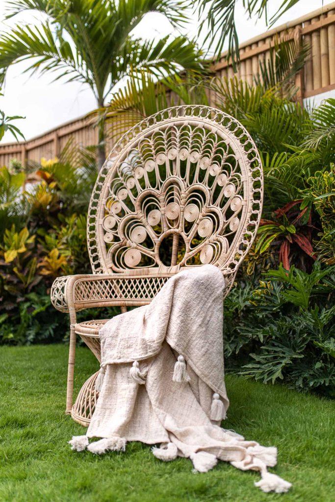 Fotel pawi zrattanu zBali