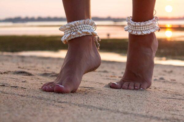 bransoletka na kostkę na plaże z bali