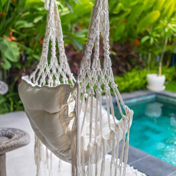 Ręcznie robiona huśtawka w stylu boho z wyspy Bali