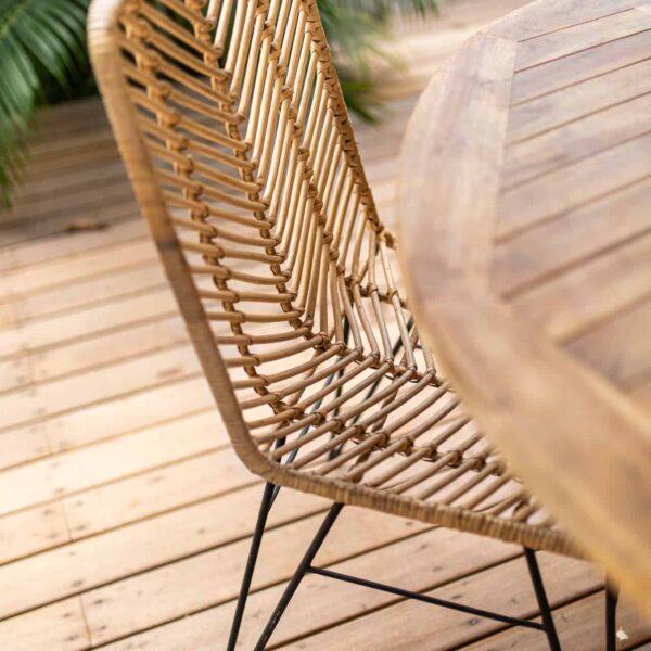 krzesło z rattanu do kuchni w stylu boho