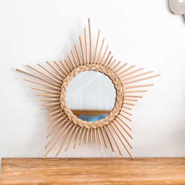 Ręcznie robione lustro rattanowe w kształcie gwiazdy