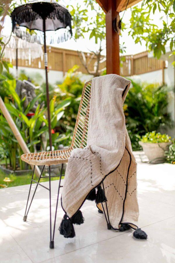 ciepły naturalny koc pleciony z surowej bawełny z bali