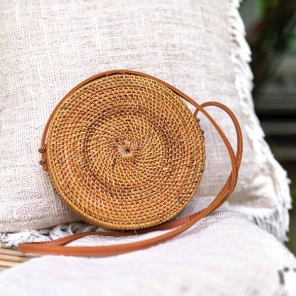 damska okrągła torebka słomkowa z rattanu z bali