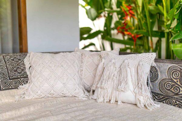 Zestaw poduszek ze sznurka ręcznie plecionych na Bali