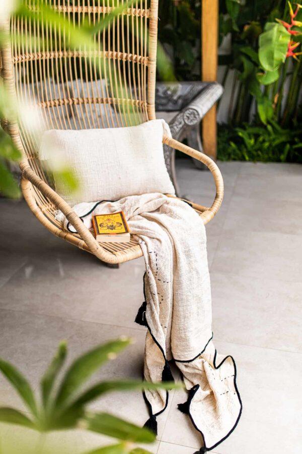 poduszka i koc z surowej bawełny w stylu boho naturalna