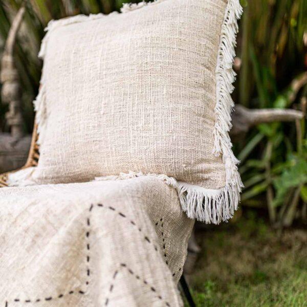 Poszewka na poduszkę 50x50 w stylu boho z surowej bawełny