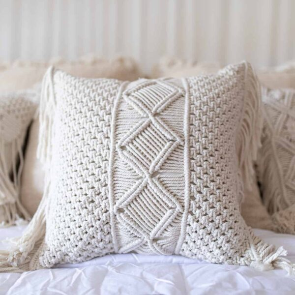 Poszewka ozdobna do sypialni w stylu boho