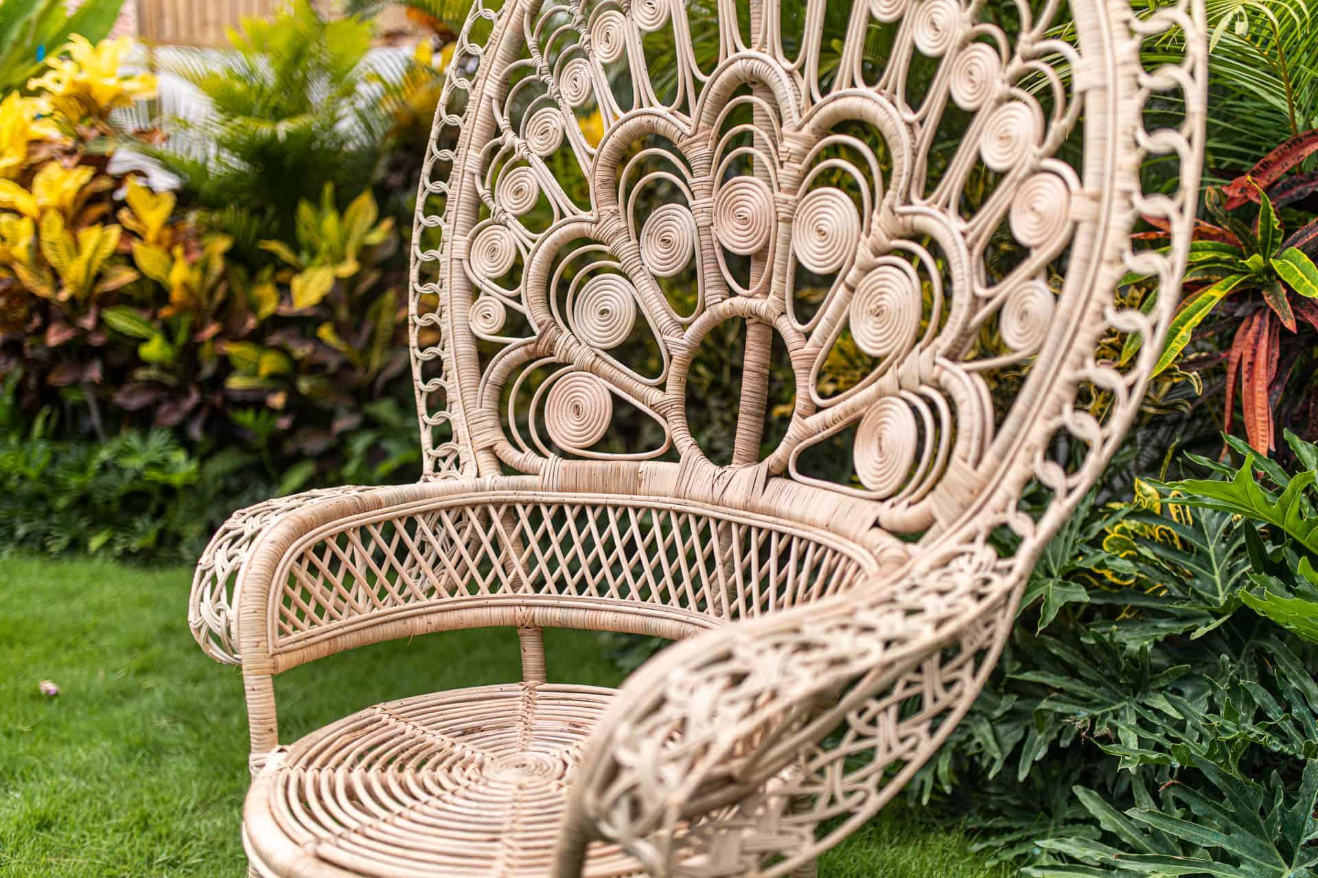 Duży fotel paw wykonany z rattanu styl boho