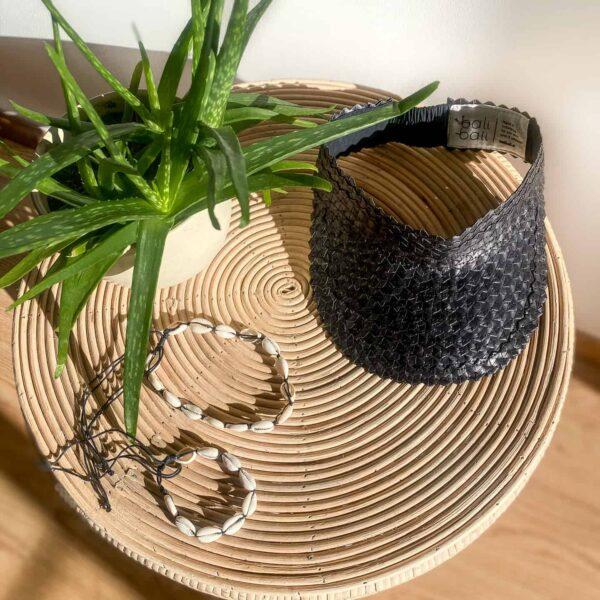 Przeciwsłoneczny daszek słomkowy z bali