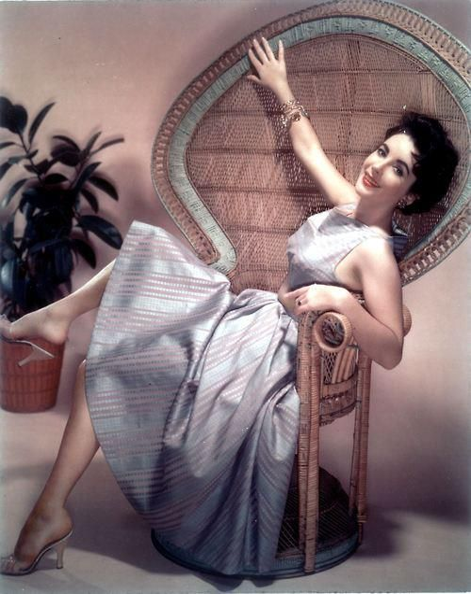 elizabeth taylor narattanowym fotelu