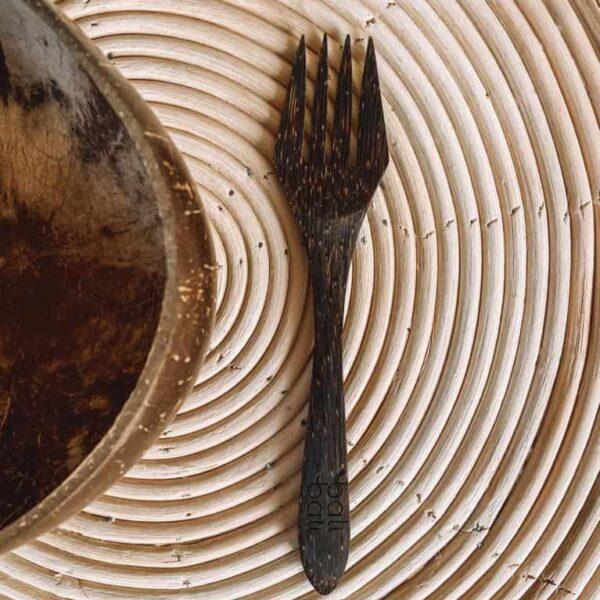 widelec z drewna kokosowego ekologiczny