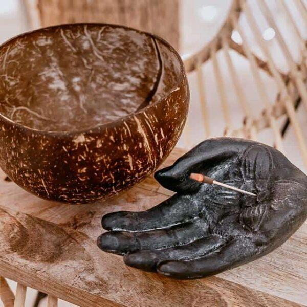 podstawka na kadzidło ręka dłoń