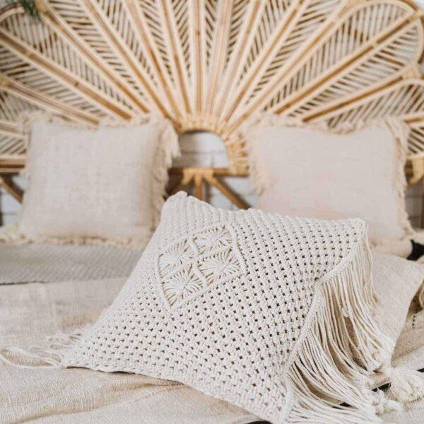 poduszka makrama z frędzlami z Bali