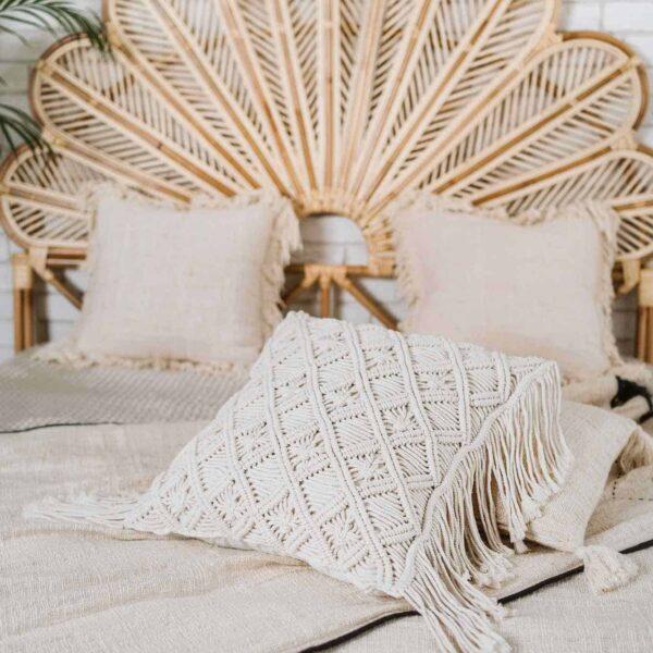 poduszka makrama z frędzlami