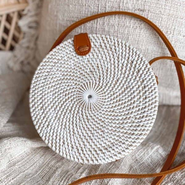Rattanowa torebka biała okrągła z Bali